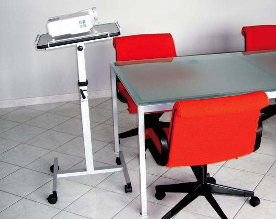 Tavolino universale per videoproiettore con rotelle, piano inclinabile, regolabile in altezza